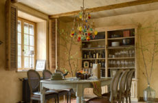 Дом с интерьерами цвета итальянской земли