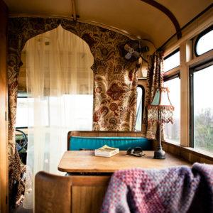 США: Хиппи-шик в автобусе «Шевроле» 1959 года