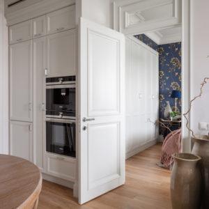 Фотоохота: 23 проекта кухни «в колонну» — от компактных до XXL
