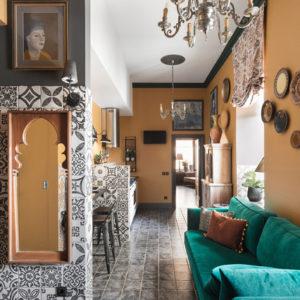 Квартира с зелёной… лепниной