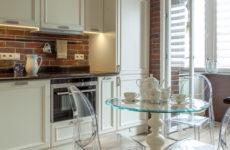 Есть решение: Дизайн кухни с балконной дверью