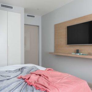 Есть задача: Дизайн узкой спальни