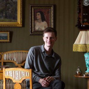 В гостях: Квартира юного ценителя антиквариата